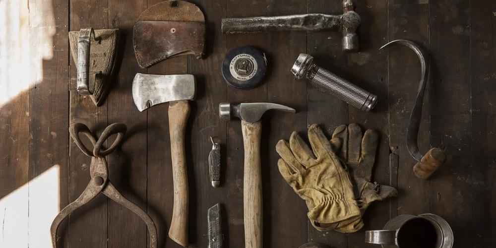 construction-work-carpenter-tools-630784-edited.jpg